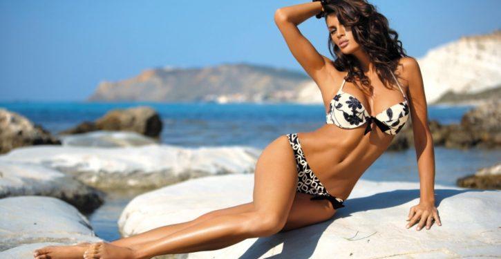 Latina Women,pretty 30-year-old woman